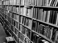 Literatur zur Kreide von Böhmen und Sachsen; Foto: A Rainbow of Books von <a href='https://www.flickr.com/photos/candiedwomanire/1651870/' target='_blank'>Dawn Endico|flickr.com</a> Lizenz: <a href='https://creativecommons.org/licenses/by-sa/2.0' target='_blank'>CC-BY-SA 2.0</a>